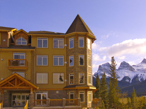 Falcon Crest Lodge - Studios & Apartments