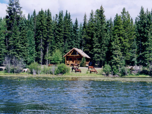 Ten-ee-ah Lodge, Lac La Hache - Studios, 1 & 2 bedroom homes